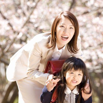 入学式の子供と母親