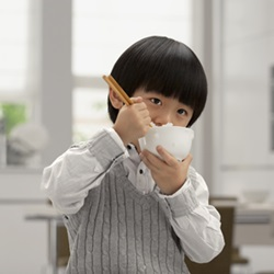 子供がご飯を食べてくれない理由は?食べるのが好きになる食育方法