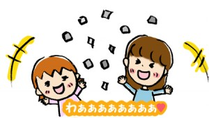 紙をばら撒いて遊ぶ親子