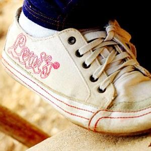 泥汚れスッキリ!子どもの運動靴&服の汚れをキレイに落とす洗い方