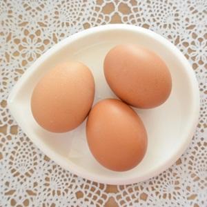 離乳食に卵(卵黄、卵白)はいつから使えるの?与え方や注意点