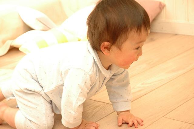 動き回る赤ちゃん