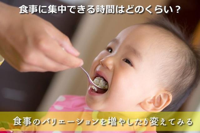 口をあけている赤ちゃん