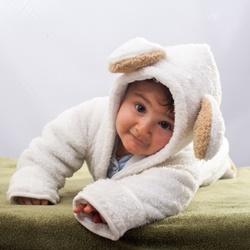 赤ちゃんの顔や背中が毛深い原因&病気との関連性は?いつまで?