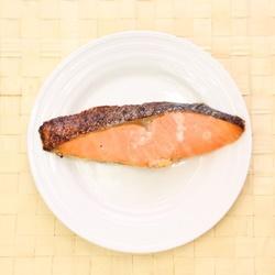 離乳食で鮭はいつから?下ごしらえのやり方&おすすめレシピ