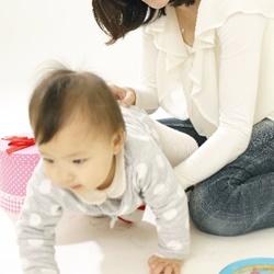 赤ちゃんのハイハイとは?いつから始めるの?練習は必要なの?