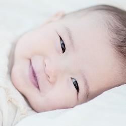 赤ちゃんはいつから笑うの?何か理由があるの?ツボを紹介