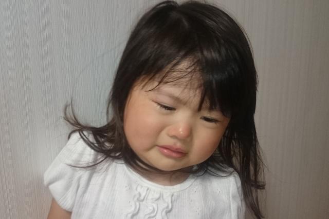 泣いている3歳児