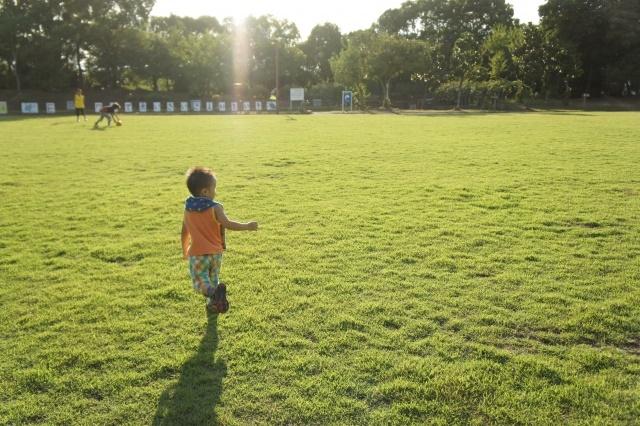 運動をする子供