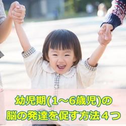 親と遊ぶ女の子