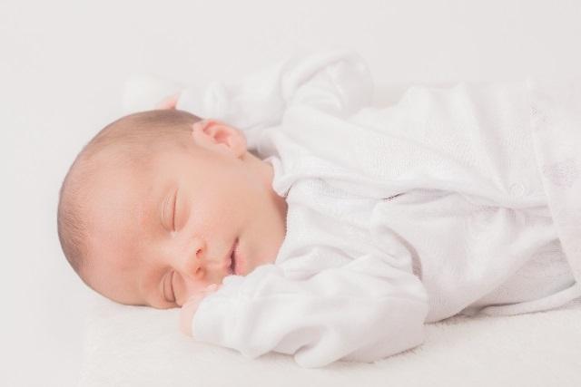眠っている赤ちゃん