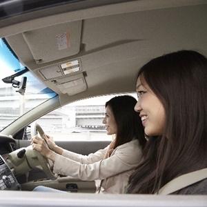 ママ友と車でドライブ