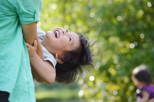 笑顔のダウン症児
