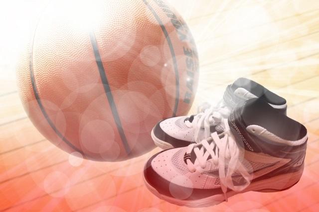 バスケシューズとボール
